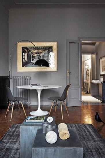 Apelando a los muebles de diseño del celebre Jacobsen, en este departamento de lineas clásicas se creo este pequeño comedor.