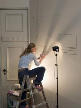 Una de las artistas trabajando en los Artista durante la reforma.