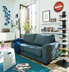 Apila tus libros. Atraen la atención y te ayudan a aprovechar al máximo tu espacio de almacenamiento.