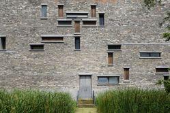 El proyecto de Wang Shu, galardonado con el Premio Pritzker de arquitectura en 2012, mezcla tradición en los materiales con líneas vanguardistas en el diseño. Más información sobre el museo en www.nbmuseum.cn/en.