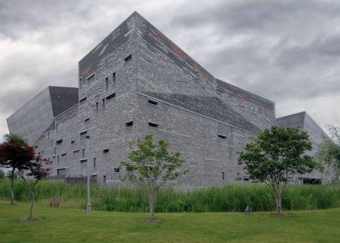 Wang Shu, primer arquitecto chino premiado con el Pritzker, utilizó materiales reciclados para el imponente Museo de Ningbo