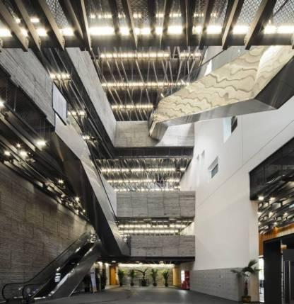 Las salas del museo de Ningbo acogen exposiciones históricas que recorren el pasado de esta región del este de China desde el neolítico hasta el siglo XX.