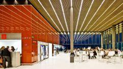 Los colores del campo (2) Aeropuerto de Lleida, de b720 Fermín Vázquez Arquitectos, en el que destaca la sutileza de los interiores y una contenida libertad formal que también queda reflejada en los colores y los materiales escogidos.
