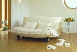 Un buen sofá cama es una excelente opción cuando no disponemos de mucho espacio en casa pero sí solemos tener invitados que se quedan a dormir.