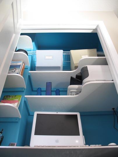 oficina dentro de un armario