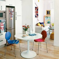 Comedores armados con sillas de diferentes estilos, formatos y colores