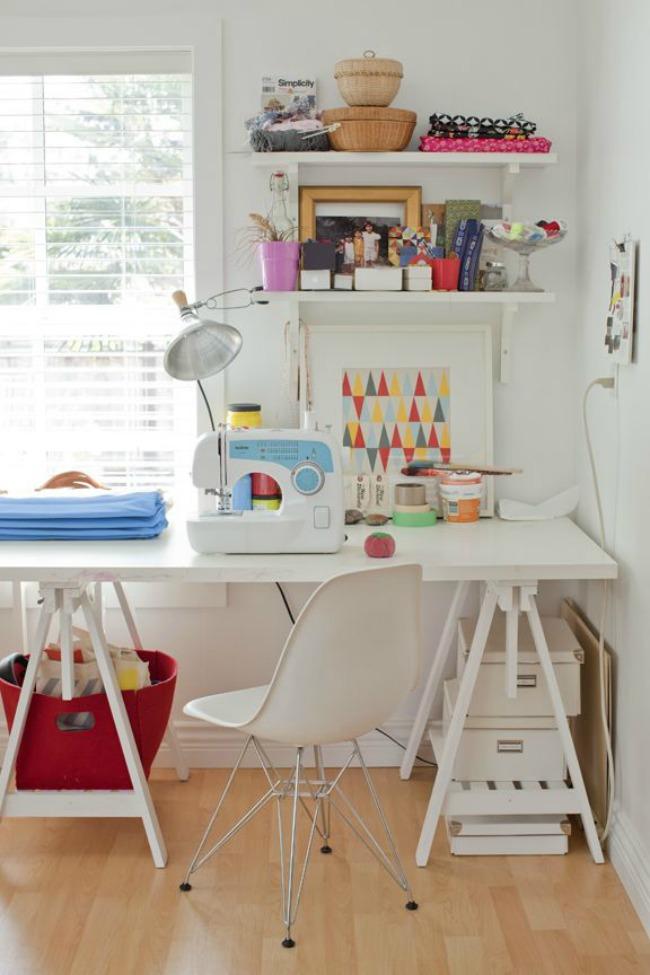 Escritorios con caballetes, una solución barata y simple