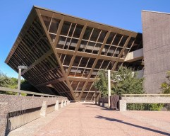 42. Tempe Municipal Building (Tempe, Arizona, EEUU)