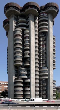 60. Edificio Torres Blancas (Madrid, España