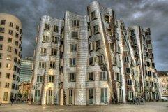 90. Gehry Building (Dusseldorf, Alemania)