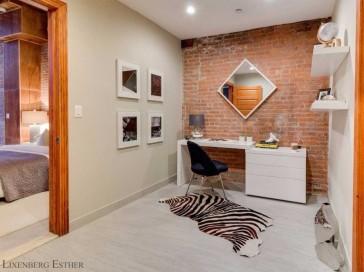 Un departamento con ventanas cenitales y mucho estilo