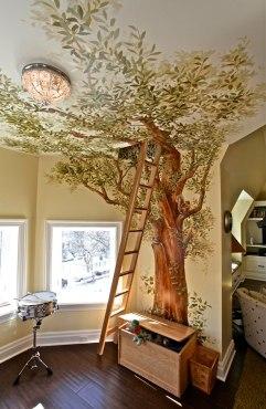 """Sala de juegos secreta en la """"casa del árbol"""""""