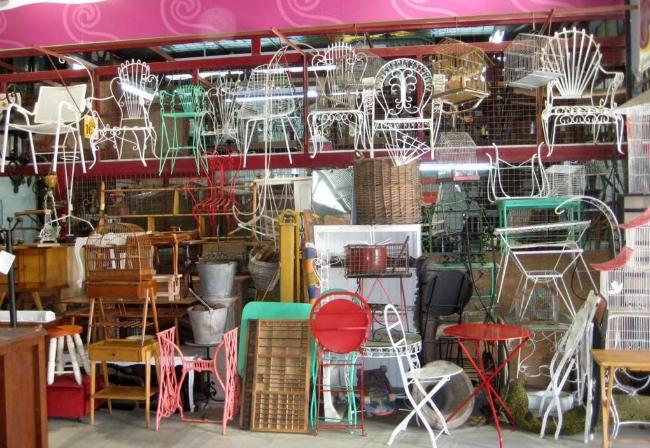 1. Visita un mercado de antigüedades