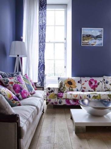3- Que el protagonista sea el sillón. Hay que elegirlo de un color que lo resalte del resto de los muebles. Además, que sea cómodo es condición indispensable para hacer un living habitable.