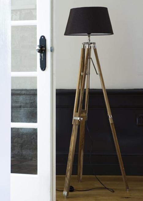 4- Coloque una lámpara de pie original junto al sillón que invite a sentarse a leer. Este tipo de iluminación resulta mucho más cálida que la de las luces de techo.