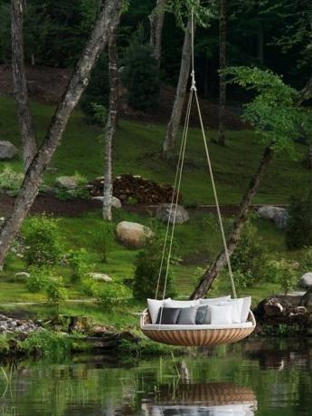Las hamacas dejan el jardín para entrar al living
